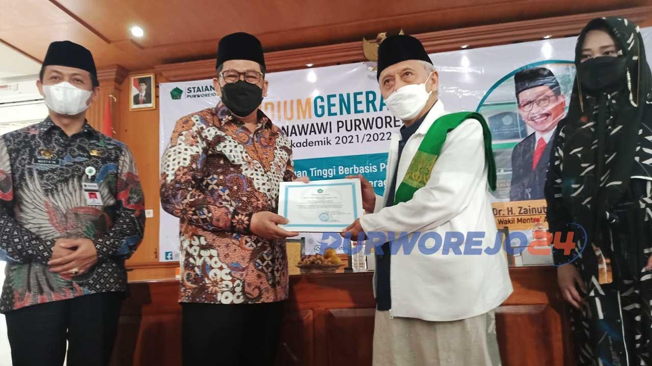 Wamen Agama RI saat mengunjungi STAIAN Nawawi Berjan Purworejo